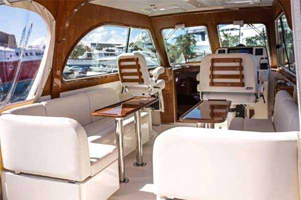 Motor Yacht for Sale Pilot House