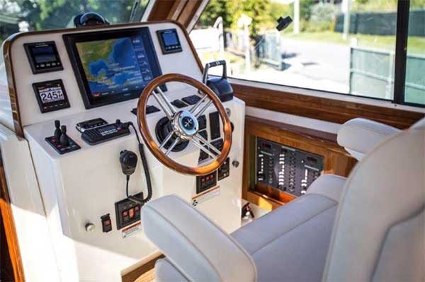Motor Yacht Helm Station